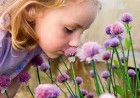 bimba-annusa-fiori