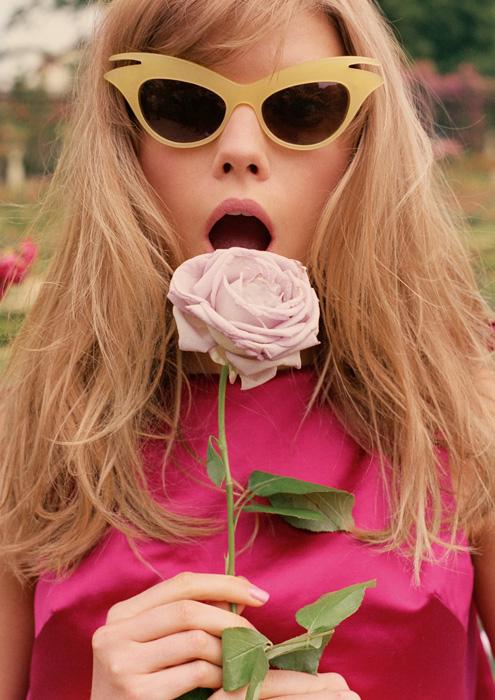 ragazza-vestito-rosa-miss-dior