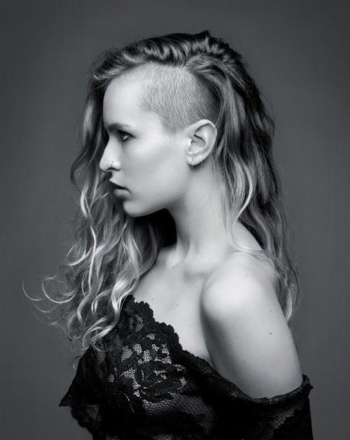 Tagliare i capelli lunghi con il rasoio