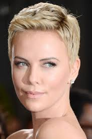 charlize theron capelli e make up