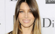 Jessica Biel splashlights