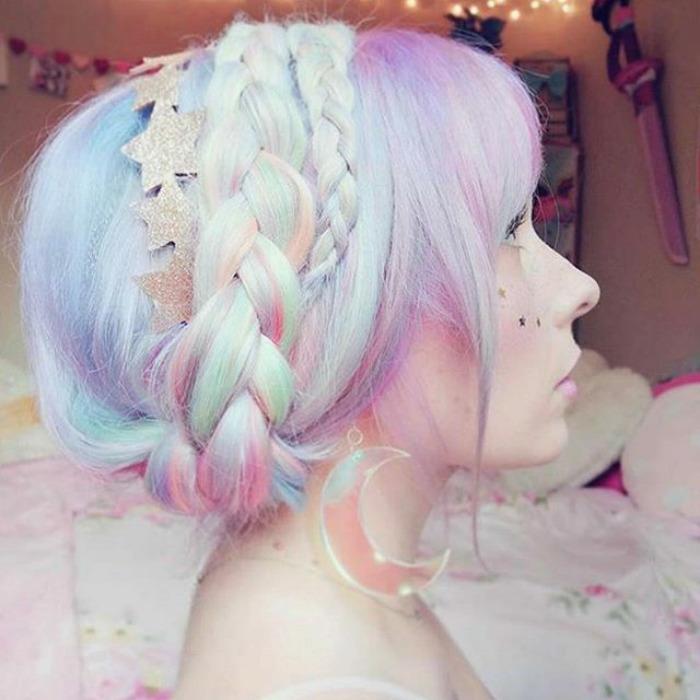 Holographic hair: il nuovo trend per capelli da fata